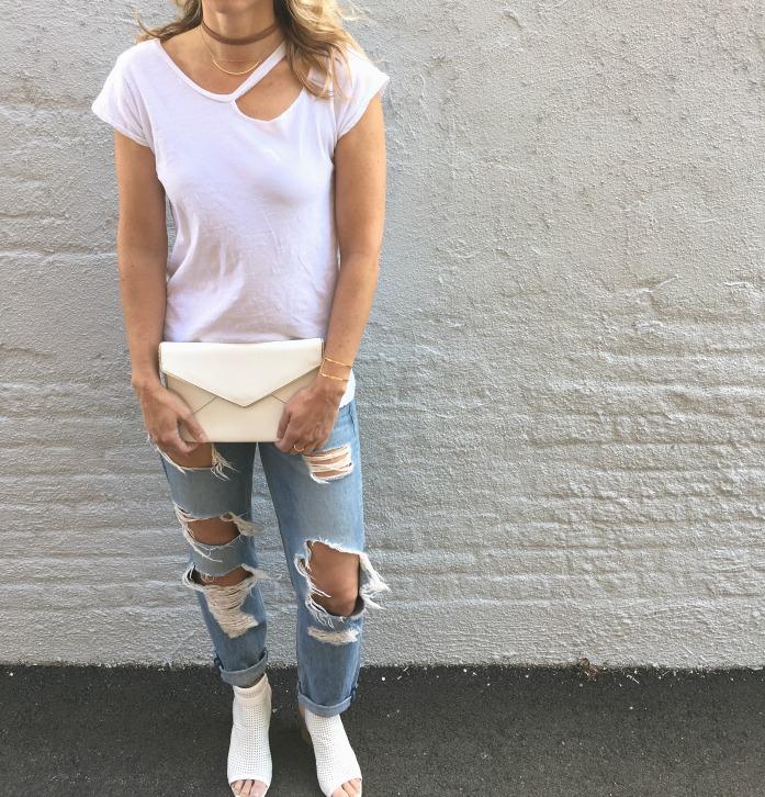 White t-shirt choker