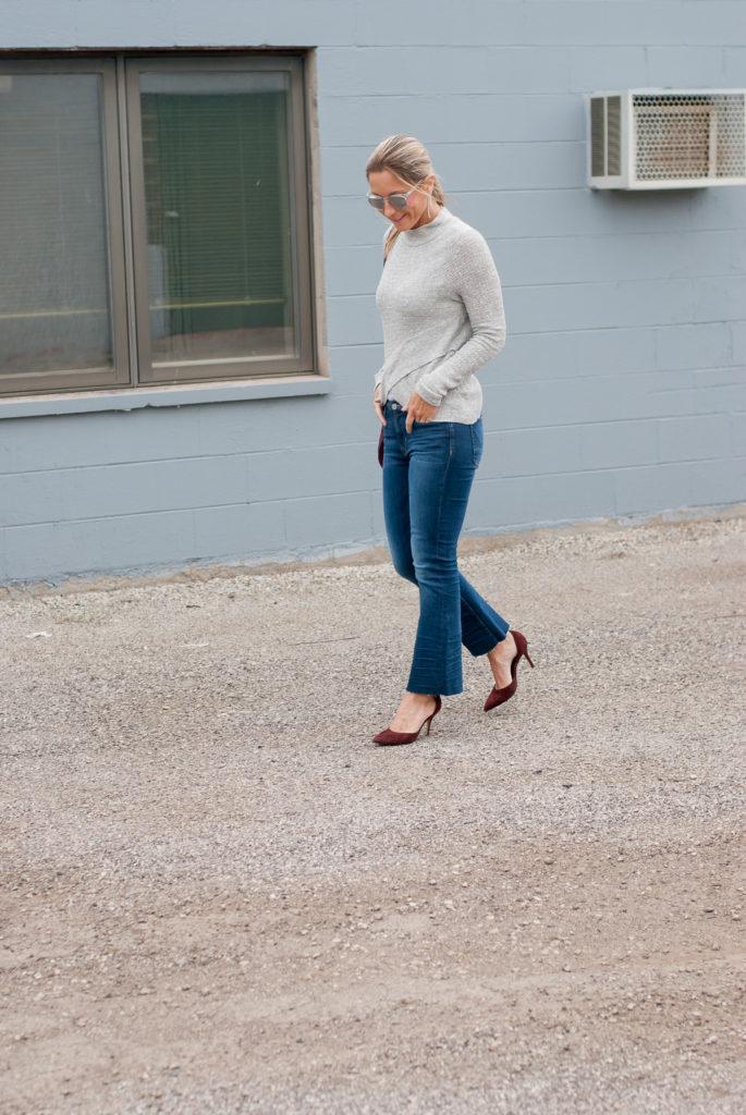 october-style-board-grey-sweater-walking-1