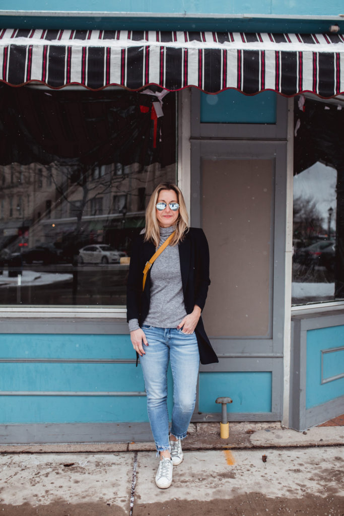 How to Minimize Your Wardrobe & Create a Capsule Wardrobe Instead