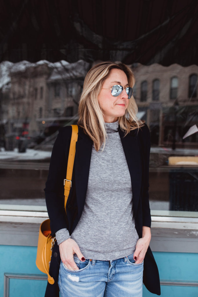 How to Minimize Your Wardrobe and Create a Capsule Wardrobe